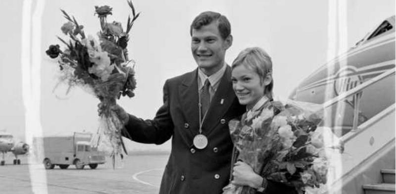 Krepšininkas Modestas Paulauskas ir bėgikė Nijolė Sabaitė, 1972 m. Miuncheno olimpiadoje iškovoję aukso ir sidabro medalius. K. Liubšio/Lietuvos centrinio valstybinio archyvo (LCVA) nuotr.