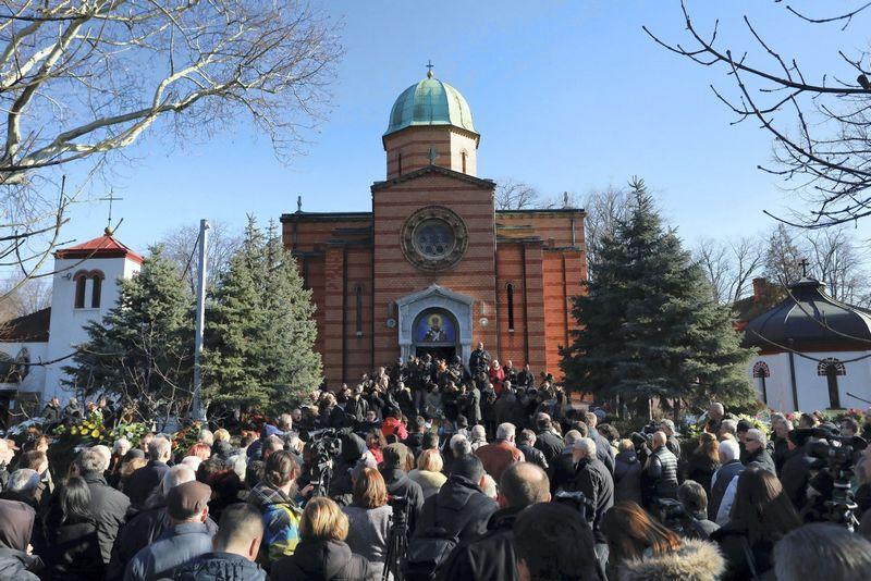 """Kosove neseniai buvo nužudytas Oliveris Ivanovičius, regiono serbų politinis lyderis. Incidentas dar kartą padidino įtampą Kosove. Djorde Kojadinovičiaus (""""Reuters"""" / """"Scanpix"""") nuotr."""