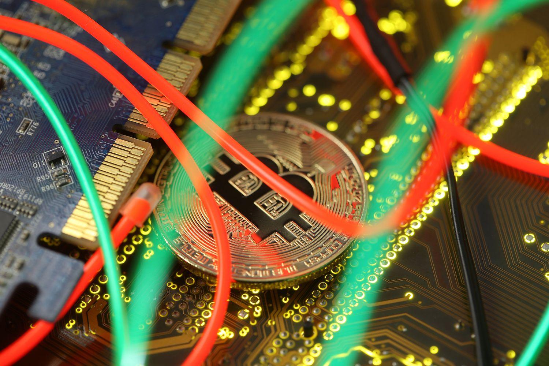 Bitkoinų ir akcijų judėjimas vis labiau sutampa