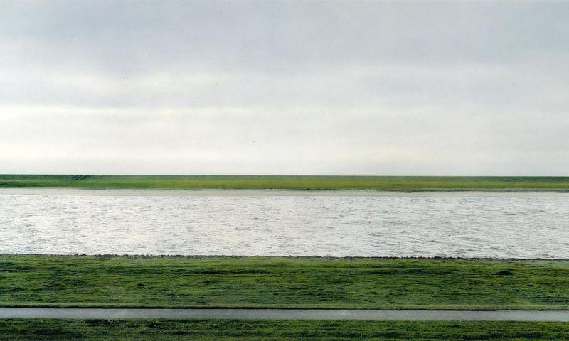 """Andreaso Gursky nuotrauka """"Rhein II"""" """"Christies"""" aukcione 2013 m. buvo parduota už keturis su puse milijono dolerių. """"Tate Gallery"""" nuotr."""
