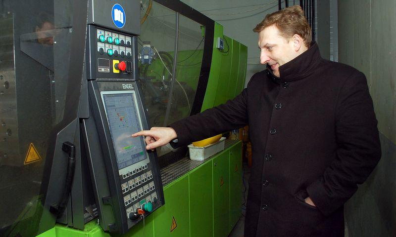 """Rimantas Damanskis, Šiaulių šviestuvų UAB """"Artilux NMF"""" ir plastikinių komponentų UAB """"Frilux NMF"""" vadovas. Sigito Stašaičio nuotr."""