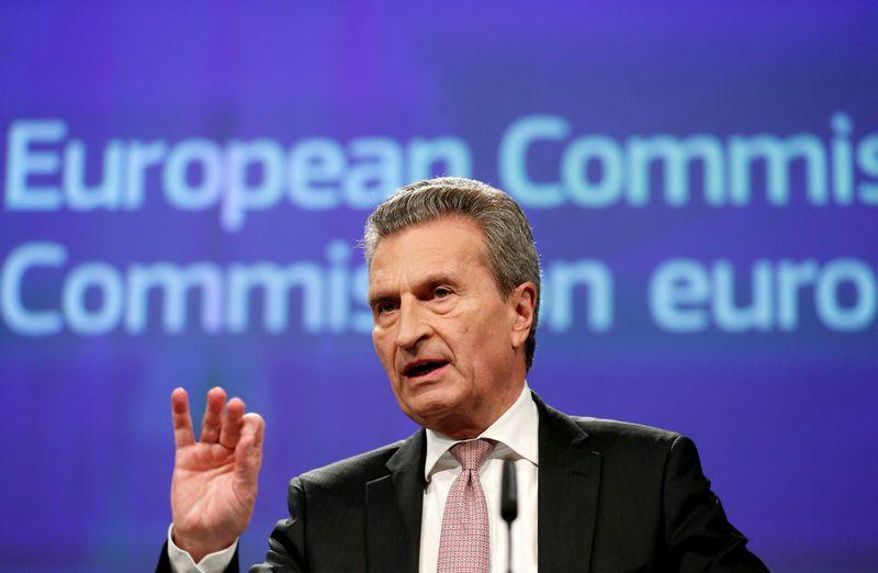 """Guntheris Oettingeris, už biudžetą ir žmogiškuosius išteklius atsakingas EK narys. Francois Lenoiro (""""Reuters"""" / """"Scanpix"""") nuotr."""
