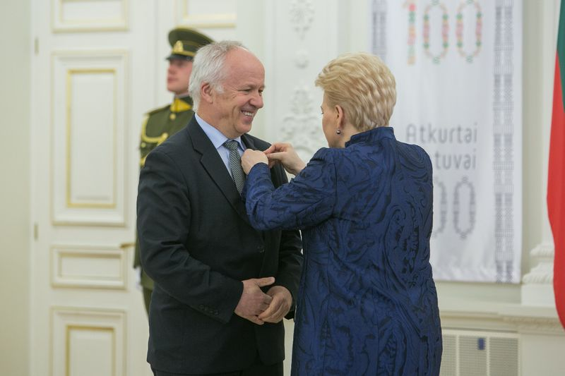 "Prezidentė įteikia Valstybės apdovanojimus. Juliaus Kalinsko (""15min.lt"" / ""Scanpix"") nuotr."