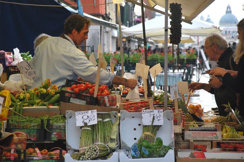Daržovių turgelis Venecijoje. Beatričės Laurinavičienės nuotr.