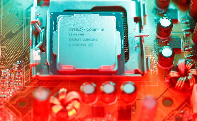 """""""Intel"""" procesorius. Dado Ruvico (""""Reuters""""/""""Scanpix"""") nuotr."""