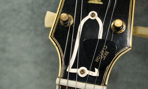 """Gitarų gamintoja """"Gibson"""" grumiasi su finansiniais sunkumais"""