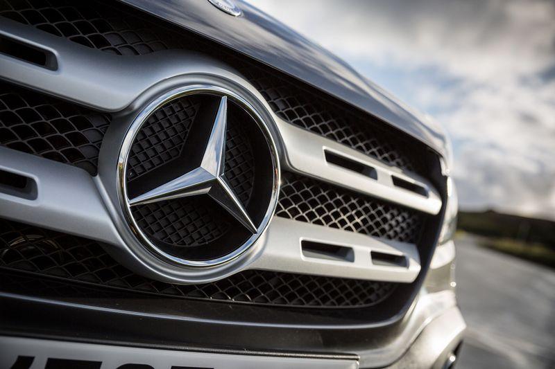 """Gali būti, kad """"Mercedes"""" automobiliuose taip pat naudota variklių taršos duomenis klastojanti įranga. Gamintojo nuotr."""