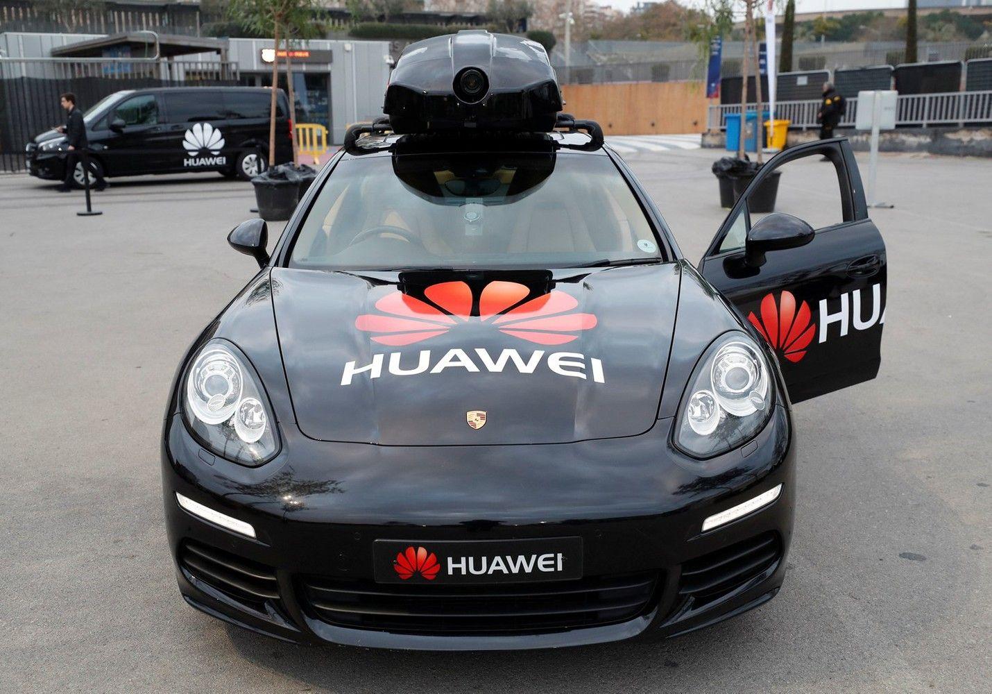 """""""Huawei"""" išmokė telefoną vairuoti automobilį"""