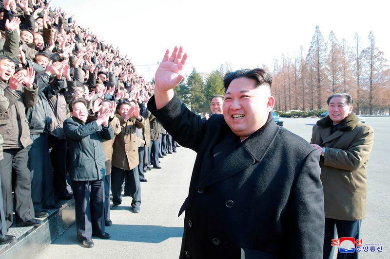 """Šiaurės Korėja, apeidama tarptautines sankcijas, bičiuliaujasi su Sirijos diktatoriumi. (""""KCNA""""/via """"Reuters"""") nuotr."""