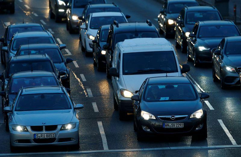 Dyzelinu varomų automobilių ribojimai Vokietijos miestuose gali sulauti plataus atgarsio ir kitose Europos valstybėse. Ralph Orlowski (REUTERS / SCANPIX) Nuotr.