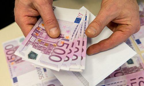 Estijoje vidutinė mėnesio alga pakilo iki 1.271 Eur