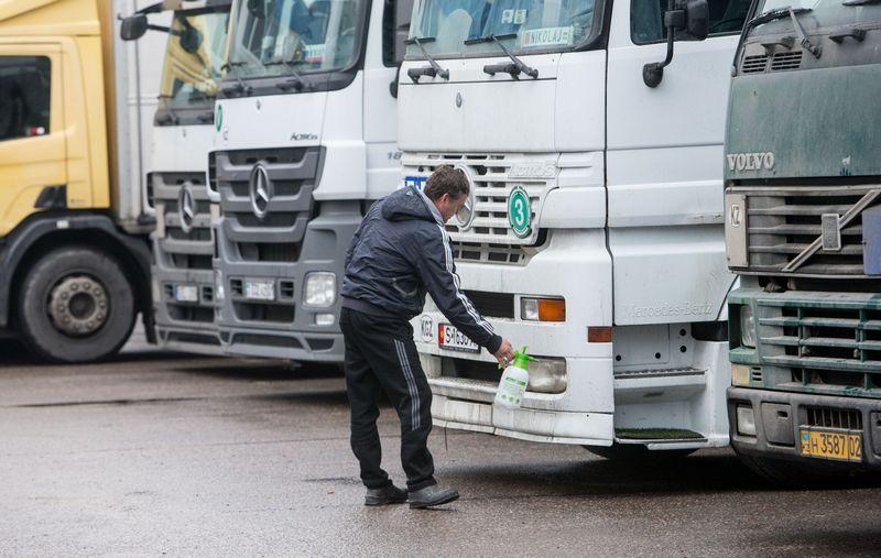 Baltajame sąraše didžiąją dalį įmonių sudaro vairuotojų užsienyje ieškančios transporto ir logistikos bendrovės. Juditos Grigelytės (VŽ) nuotr.