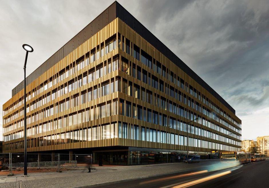 """Skanska"" verslo centrą Lodzėje parduoda už 52 mln. Eur"