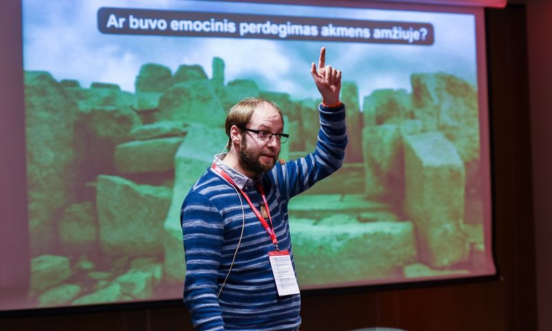 """Aleksejus Žaltkovskis, UAB """"Talentų karta"""" konsultantas, sako, kad įtampos darbe vargu ar išvengsime, tačiau emocijas suvaldyti tikrai galime. Ryčio Galadausko (VŽ) nuotr."""