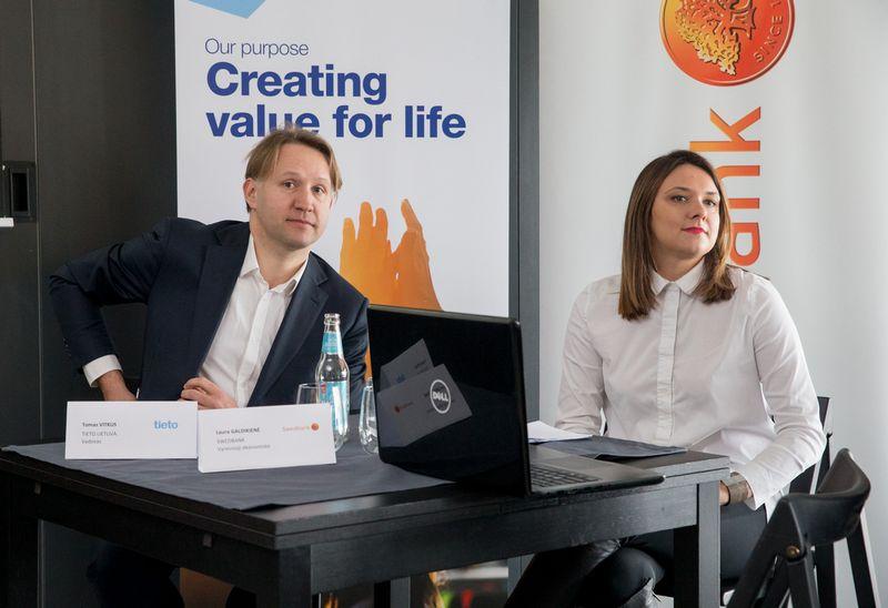 """Tomas Vitkus, """"Tieto Lietuva"""" vadovas ir Laura Galdikienė, """"Swedbank"""" vyresnioji ekonomistė. Juditos Grigelytės (VŽ) nuotr."""