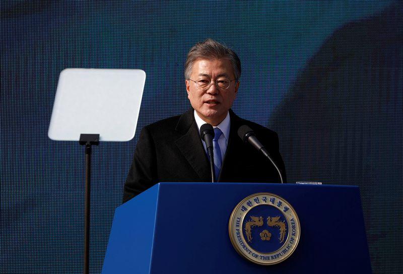 """Pietų Korėjos lyderis kol kas ragina būti santūriems dėl Šiaurės Korėjos retorikos pasikeitimo. Kim Hong-Ji (""""Reuters""""/""""Scanpix"""") nuotr."""