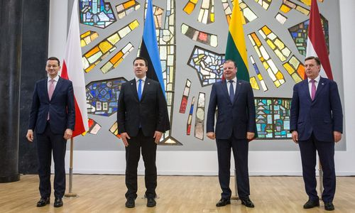 Lenkijos premjeras patvirtino: valstybę domina naftos žvalgyba Lietuvoje
