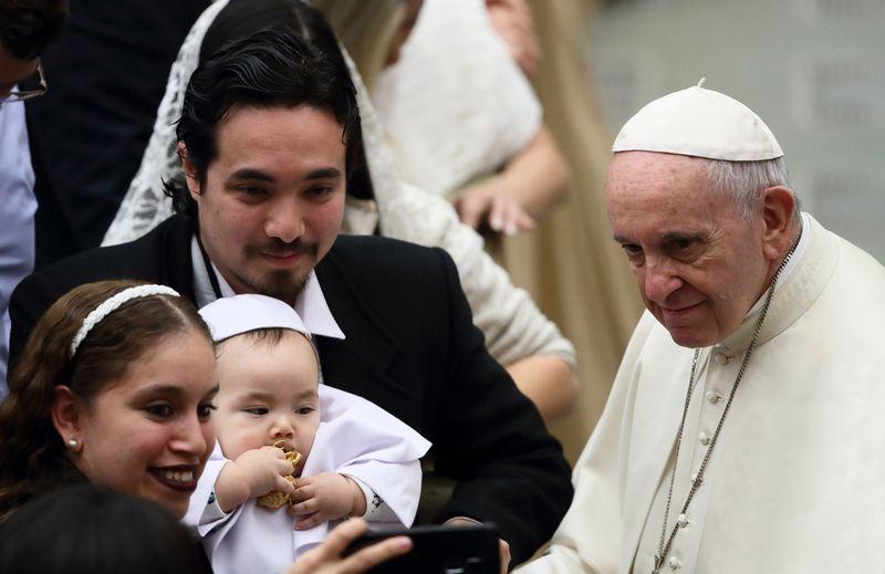 """Popiežius Pranciškus kassavaitinėje audiencijoje Vatikane. Grzegorzo Galazka/SIPA/(""""Scanpix"""") nuotr."""