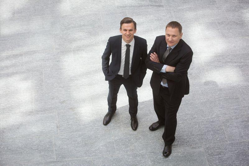 """Mindaugas Marcinkevičius, VP grupės smulkusis akcininkas, ir Denas Marcinkevičius, jo sūnus. Juliaus Kalinsko (""""15min.lt"""") nuotr."""