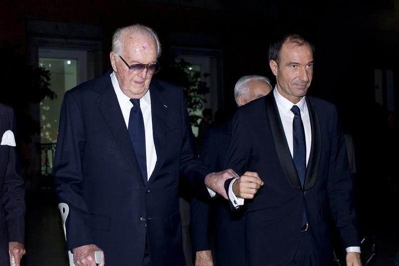 "Hubertas de Givenchy (kairėje), 2014 m. atidarant Madride parodą ""Hubert de Givenchy"". Oscaro Gonzalezo (NurPhoto/Sipa USA) nuotr."