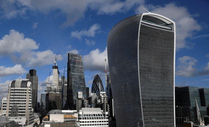 """Londono finansinių paslaugų sektorius - pažeidžiamiausias dėl """"Brexit"""". Toby Melville'io (""""Reuters / """"Scanpix"""") nuotr."""