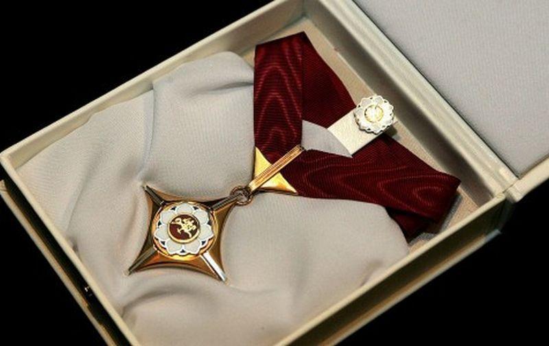 """""""Auksinio scenos kryžiaus"""" apdovanojimas. Kultūros ministerijos nuotr."""