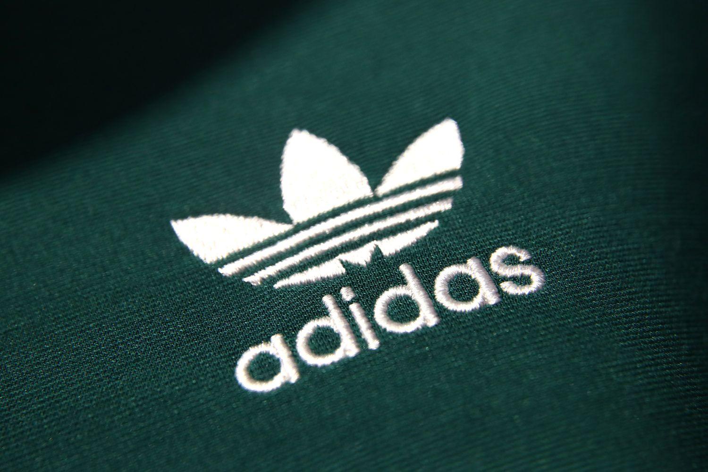 """""""Adidas"""" pardavė milijoną sportbačių, pagamintų iš vandenyne rasto plastiko"""