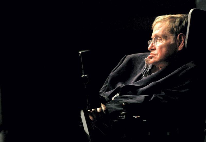 """Stephenas Hawkingas. Mike'o Hutchingso (""""Reuters"""" / """"Scanpix"""") nuotr."""