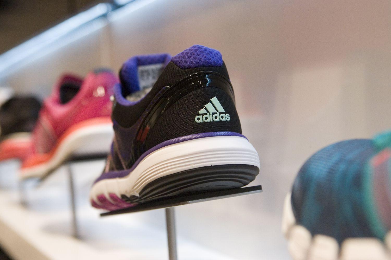 """""""Adidas"""" brūkšneliai – Vokietijos gigantės nuosavybė"""