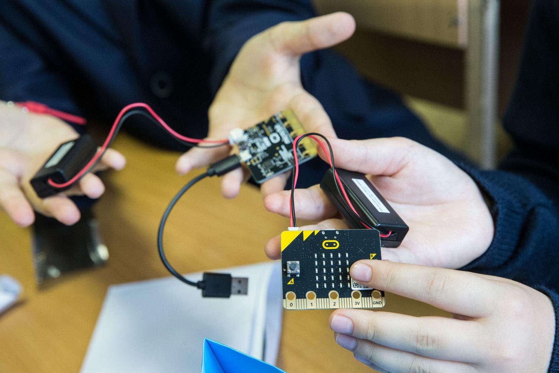 """Regionuose vaikams išdalinta dar per 1.000 """"Micro Bit"""" kompiuterių"""