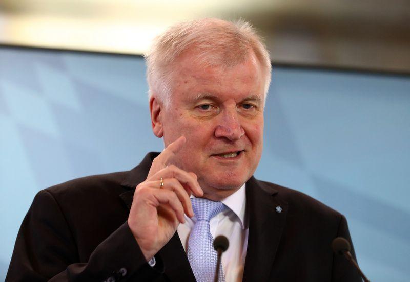 """Vokietijos vidaus reikalų ministras Horstas Seehoferis. Michaelo Dalderio (""""Reuters"""" / """"Scanpix"""") nuotr."""