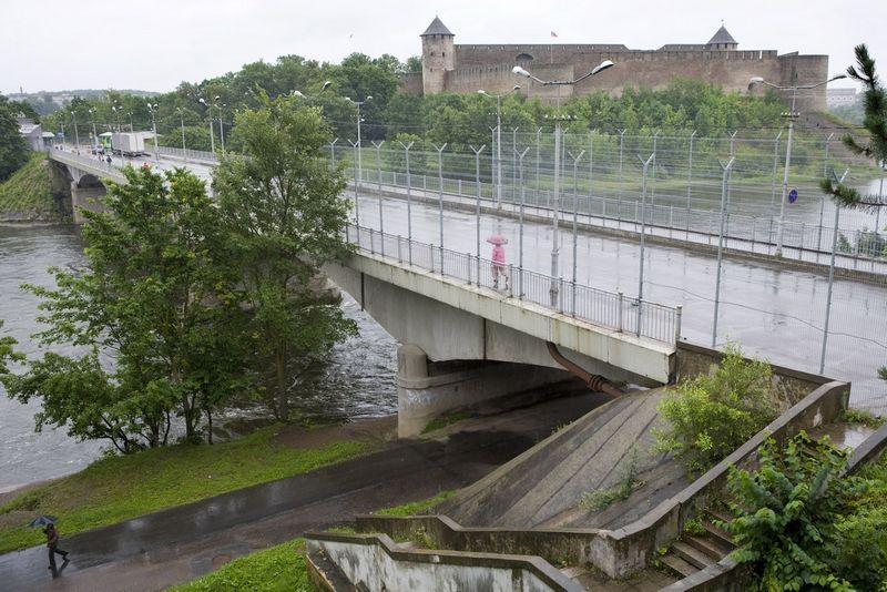 Narvos upe einanti siena tarp Rusijos ir Estijos. Nick Hannes (Reuters / Scanpix) nuotr.