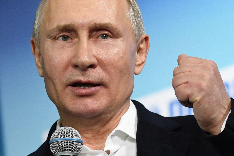 Putinas švenčia rekordinępergalę, už ją dėkoja ir diplomatinei įtampai