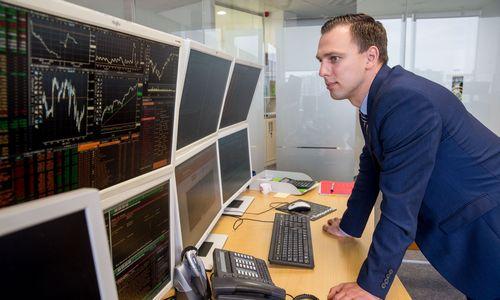 """Rinkoje – spekuliantų darbymetis: OEG dividendų intrigą papildys """"Novaturo"""" startas"""