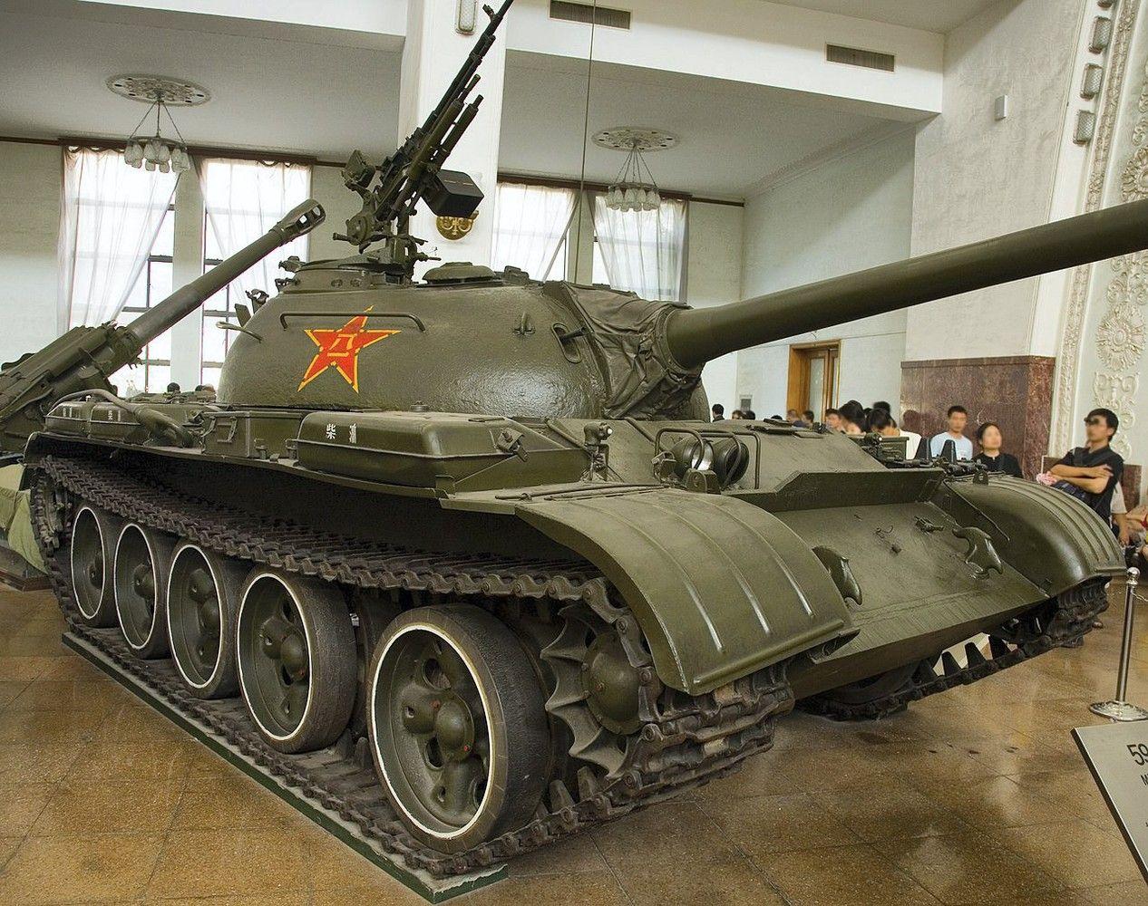 Kinija senukams tankams skiepija dirbtinį intelektą