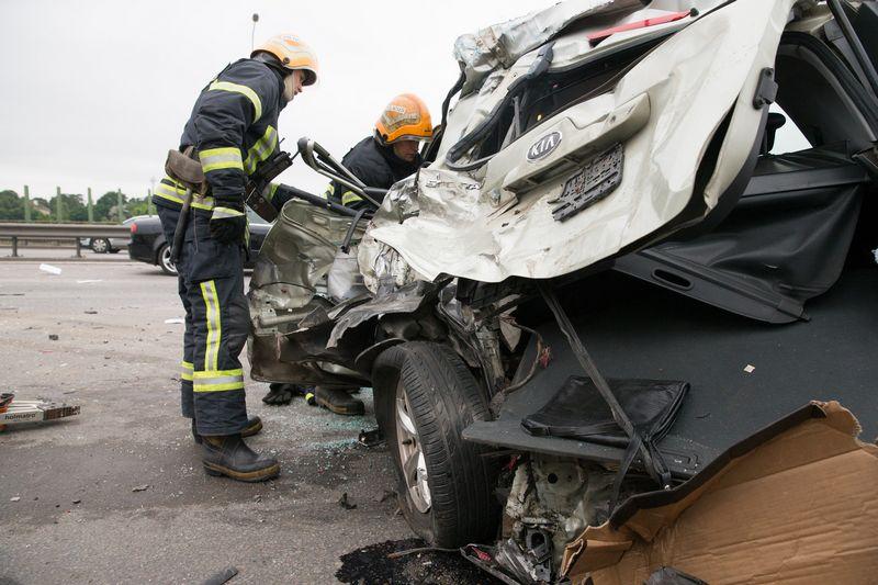 Avarijose sudaužytų automobilių liekanų vertę bus galima nustatyti įrodinėjant. Juditos Grigelytės (VŽ) nuotr.