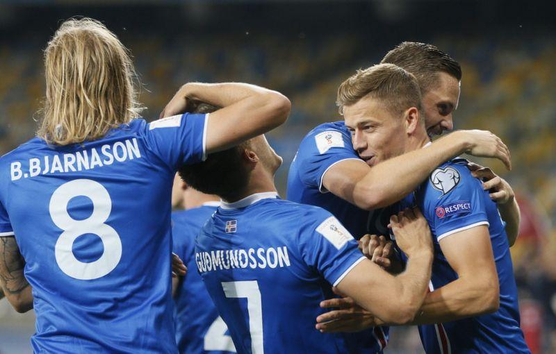 Islandijos futbolo rinktinė rungtynėse su Ukraina. Valentino Ogirenkos (Reuters / Scanpix) nuotr.