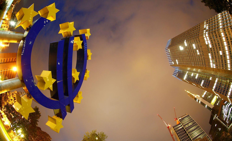 Euro zonos lūkesčiai prastėja trečią mėnesį iš eilės