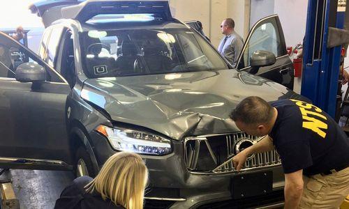 """""""Uber"""" buvo išjungę pėsčiąją partrenkusio """"Volvo"""" standartines saugumo sistemas"""