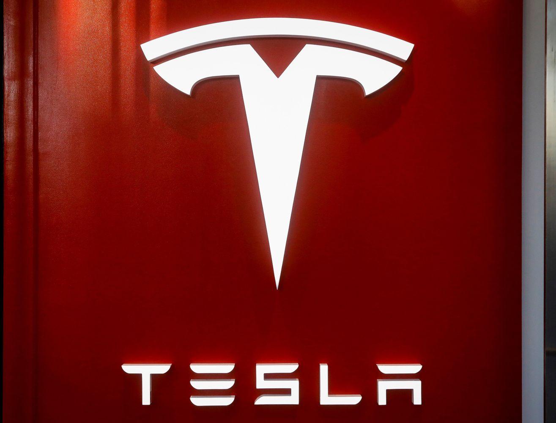 """Į eismo įvykį patekus """"Tesla Model X"""", gamintojo akcijų vertė smuko 8,2%"""
