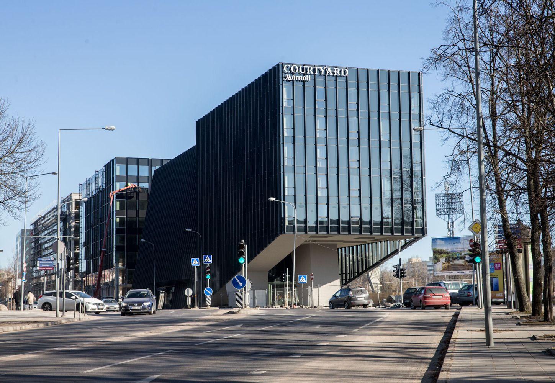 """Pristato naująjį """"Marriott"""" viešbutį: konstrukciškai ekstravagantiškas ir unikaliai lietuviškas"""