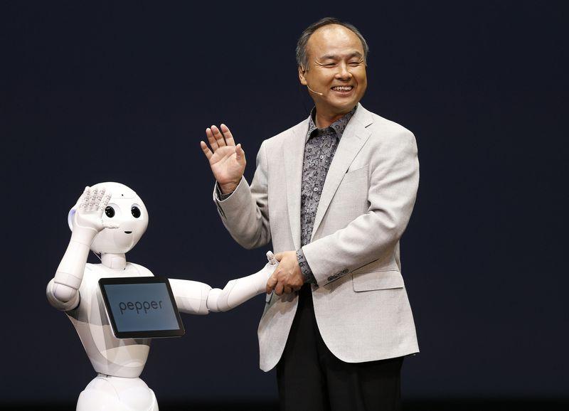 """Masayoshi Sonas, turtingiausias Japonijos pilietis, kompanijos """"SoftBank"""" įkūrėjas ir vadovas. Issei Kato (""""Reuters""""/""""Scanpix"""") nuotr."""