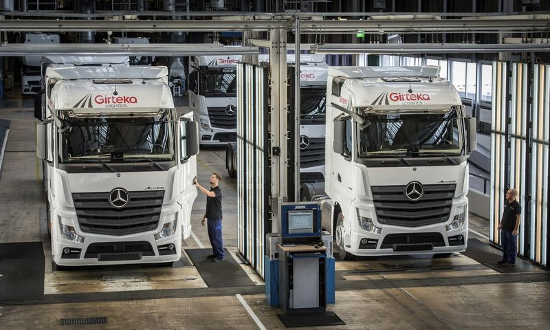 """Lietuvos transporto priemonių lizingo rinką formuoja stambiosios bendrovės: vien """"Girtekos"""" užsakymai gali sudaryti penktadalį visos rinkos. """"Daimler AG"""" nuotr."""