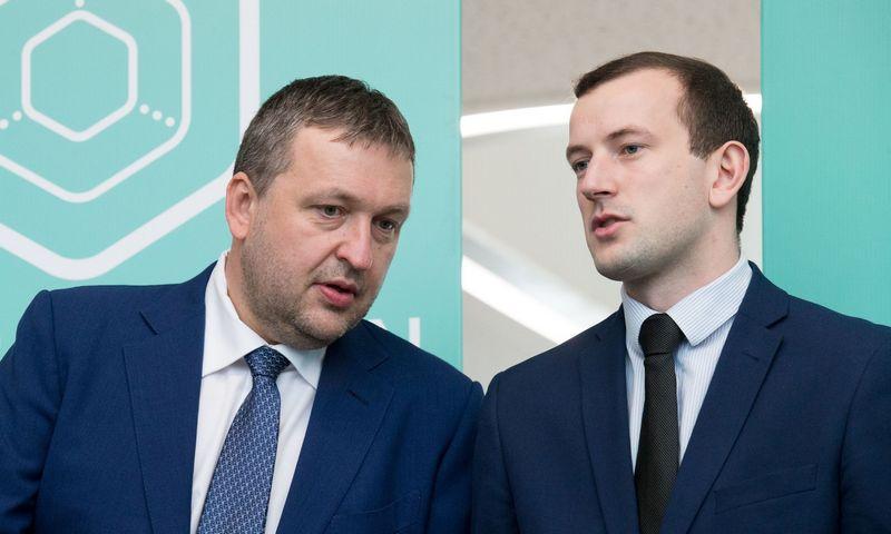 Iš kairės: verslininkas, politikas Antanas Guoga (kairėje) ir Ūkio ministras Virginijus Sinkevičius. Juditos Grigelytės (VŽ) nuotr.