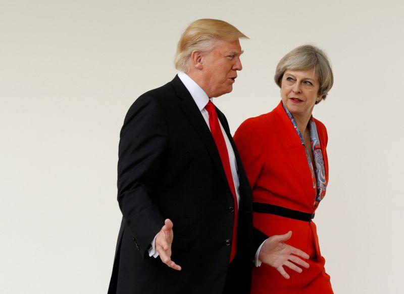 """JAV prezidentas Donaldas Trumpas ir Jungtinės Karalystės premjerė Theresa May. Kevino Lamarque'o  (""""Reuters"""" / """"Scanpix"""") nuotr."""