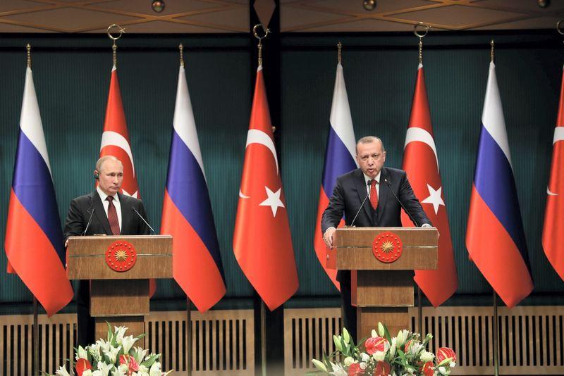 """Recepo Tayyipo Erdogano, Turkios prezidento, bei Vladimiro Putino, Rusijos vadovo, susitikimas. Mustafa Kaya (""""ChineNouvelle"""" / """"Sipa"""" / """"Scanpix"""") nuotr."""