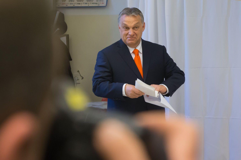 Vengrijos rinkimuose Orbanas tikrinasi pasitikėjimą