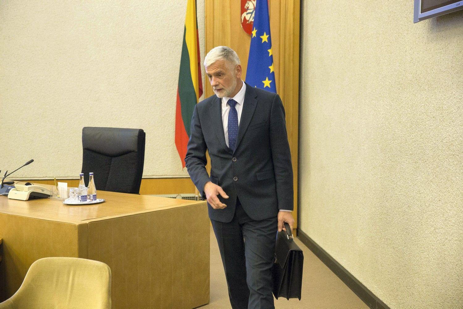 Ministras lieka Vyriausybėje, bet turės pasirinkti – verslas ar politika