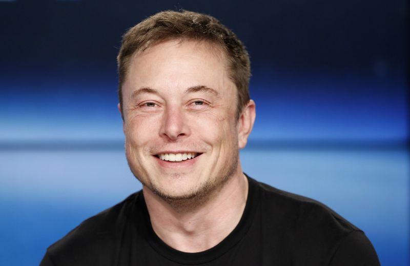 "Elonas Muskas, automobilių gamintojos ""Tesla"" vadovas. Joe Skippero (""Reuters""/""Scanpix"") nuotr."