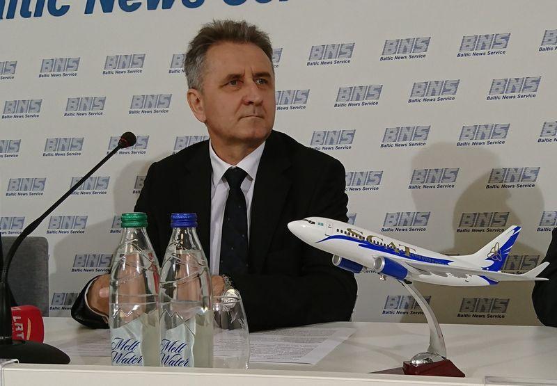 """NIkolajus Buriakovas, """"SCAT Airlines"""" viceprezidentas sako neabejojantis naujojo reiso sėkme. Lino Butkaus (VŽ) nuotr."""